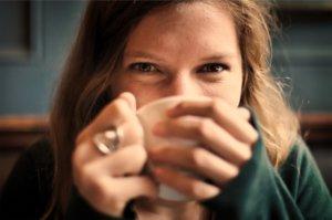 kaffee-trinken-fröhlich